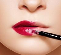 Wie sollten Sie die Lippen richtig malen